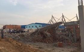 工程磚牆倒塌事故現場。(圖源:T.A)