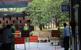 職能機關在平政縣處理違章工程。