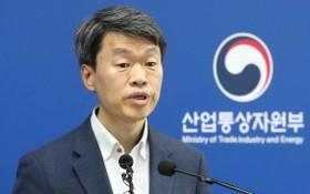 6月2日下午,在韓國中央政府世宗辦公樓,產業通商資源部貿易投資室長羅承植就日本限貿問題表態。(圖源:韓聯社)