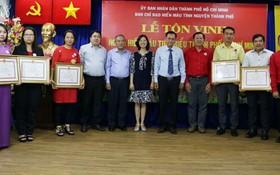 模範捐血者獲表彰。