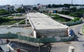 到2018年中,新圻新貴橋項目已施工達70%工作量,但因等待拆遷補償而項目暫停施工。(圖源:光定)