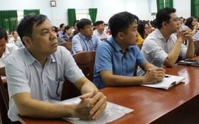 講堂上坐滿了來自本市民-政-黨機關黨委新對象入黨的學員。(圖源:廷余)