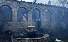 當地時間15日凌晨左右,希臘中部福基斯地區的帕納吉亞‧瓦爾納科娃古修道院發生了一場大火。(圖源:互聯網)