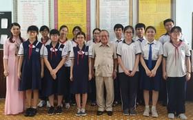 文朗學校主席祝賀13名考取市級優秀生。