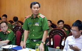 公安部刑警局長陳玉河少將(中)在新聞發佈會上公佈綁架劫財案的起訴《決定》。(圖源:進勇)