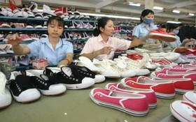 許多皮鞋企業遇上困難,導致要縮小生產規模。