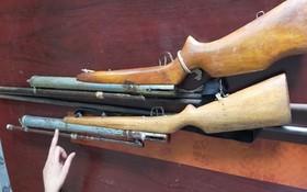 公安力量查獲並扣留的兩支自製槍枝。(圖源:平安)