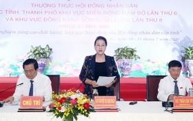 國會主席阮氏金銀(中)主持會議並發表講話。(圖源:越通社)