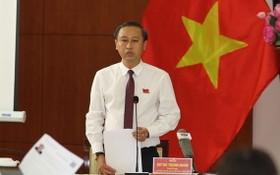 市文體廳長黃清仁在會議上答詢。(圖源:勇芳)