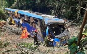 客車墜崖現場。(圖源:重陽)