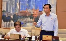國會秘書長阮幸福(右)在會議上發言。(圖源:明秀)