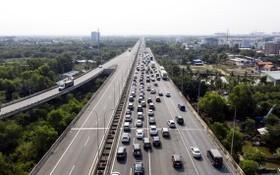 本市-隆城-油曳高速公路逢週末或假期間經常發生交通擁塞現象。(圖源:英明)