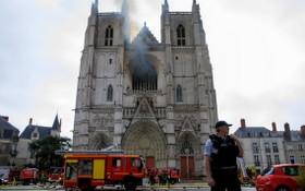 當地時間7月18日,據法新社報導,法國南特市一座哥特式大教堂發生火災。(圖源:互聯網)