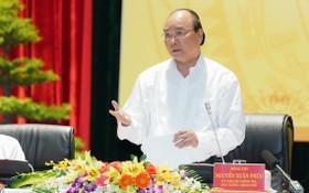 政府總理阮春福在會議上發表講話。(圖源:光孝)