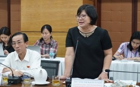 市國會代表團副團長文氏白雪在會議上發言。(圖源:名阮)