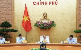 政府總理阮春福(右二)主持會議。(圖源:光孝)