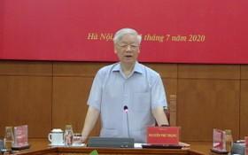 黨中央總書記、國家主席、中央肅貪指委會主任阮富仲主持會議並發表講話。(圖源:越通社)