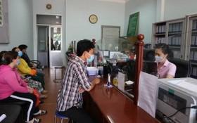 第十一郡社會政策銀行協助貧戶貸款經營。