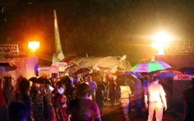 救援和應急人員在事故現場工作。(圖源:互聯網)