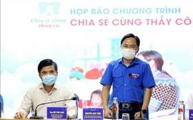 越南青聯會中央書記處常務書記阮英俊(右)在新聞發佈會上發言。(圖源:越通社)