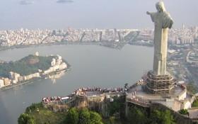 巴西里約熱內盧救世基督像等主要觀光景點,經5個月疫情封鎖之後,15日重新對大眾開放。(圖源:Wikipedia)
