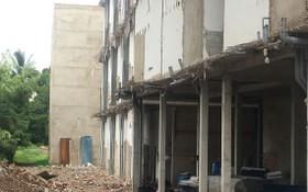守德郡鈴東坊小型公寓被強拆違章建築部分。