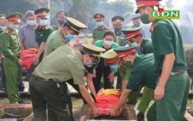 烈士骸骨安葬儀式現場。(圖源:德農報)