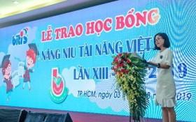 平仙公司總經理尤麗娟於2019年平仙培育人才活動上鼓勵員工子弟努力向學。