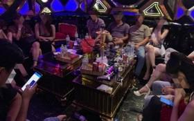 職能力量突擊檢查好萊塢卡拉OK廳,發現多名男女青年正沉醉在毒品狂歡狀態中。(圖源:HT)