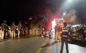 駐韓美軍裝甲車與韓國私家車相撞現場。(圖源:互聯網)