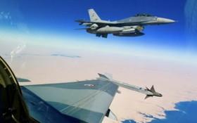 伊拉克安全部隊的F-16戰機在空中偵察。(圖源:互聯網)