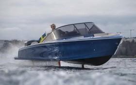 Candela Seven的水翼打開,令船身脫離水面疾馳。(圖源:互聯網)