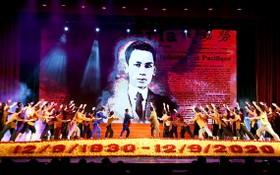 乂靖蘇維埃 90 週年紀念儀式歷史回顧表演節目。(圖源:徐成)