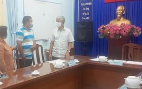 市人委會副主席武文歡參與解決關於平政縣多福鄉陳文成家庭的土地申訴。