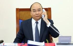 政府總理阮春福與德國總理安格拉‧默克爾互通電話。(圖源:越通社)