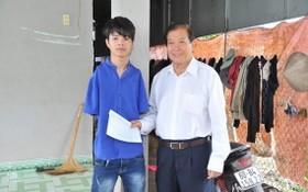 杜友才校長近十二年來為胡有幸輔助學費。