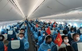 乘坐越航返回越南的我國公民。(示意圖源:田升)