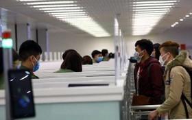 越南與外國的航空公司僅審議為持有由越南職能機關簽發入境簽證的乘客辦理航空手續。(圖源:NIA)