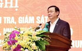 河內市委書記王廷惠主持會議並發表講話。(圖源:仲富)