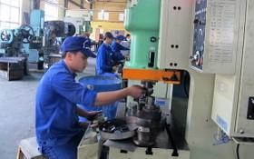 我國加強發展配套工業。