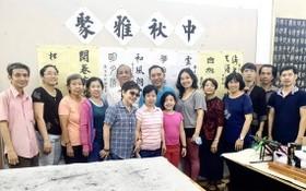 林漢城與學生們歡聚一堂。