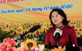 國家副主席鄧氏玉盛在大會上致詞。(圖源:越通社)
