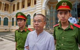 市人委會原常務副主席阮成才(中)被初審法院判處有期徒刑8年。(圖源:志雄)