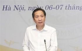 內務部副部長陳英俊在會上闡述政府呈文。(圖源:T.Nam)