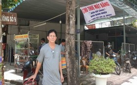 阮科站在自己已被大海公司出售給其他人的P區4號地皮上。