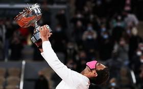 納達爾強勢衛冕,第十三次在法網封王,繼而追平費德勒的大滿貫20冠紀錄。(圖源:互聯網)