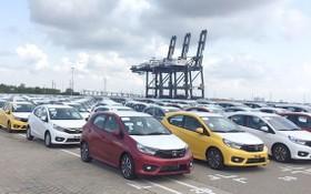 停泊在港口的泰國、印尼汽車。(圖源:民智)