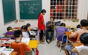不管是晴天或雨天,三姑的學習班都傳出朗朗的讀書聲。
