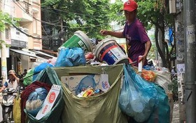 簡陋的垃圾收運車容易造成環境污染。