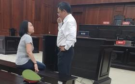 出庭受審的被告人莎琳娜‧賓蒂‧穆赫德‧扎妮(左)。(圖源:南安)